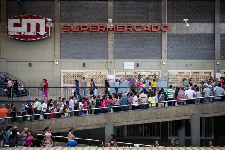 « Chavez, c'est l'idéal inépuisable de l'espérance humaniste, de la révolution » Le voilà en photo, le socialisme. (economist.com)